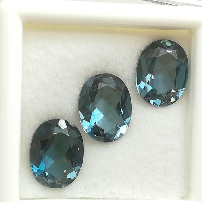 Lot of 3 London blue topazes - 7.12 ct