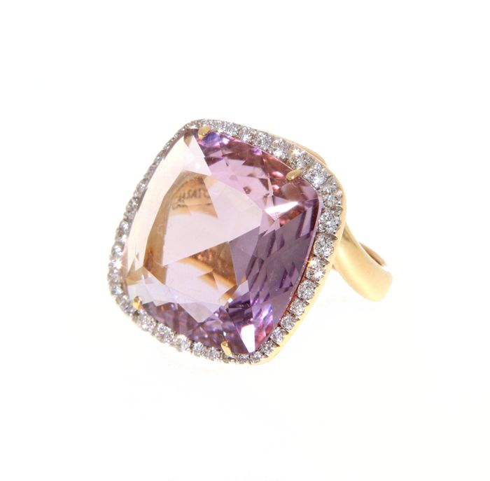 18 kt yellow gold with amethyst of 17 ct brilliant cut diamonds 0.70 ct (36 stones) G VS - size 55