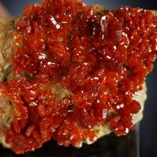 vanadiniet intensive red well terminated crystals top quality - 6,0 x 3,8 x 4,0 cm - 112 g