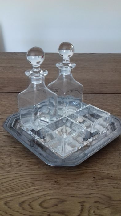 Cruet Set in silver plated metal and very fine crystal, entirely handmade - tray 19.5 x 19.5 cm - total weight 1500 g