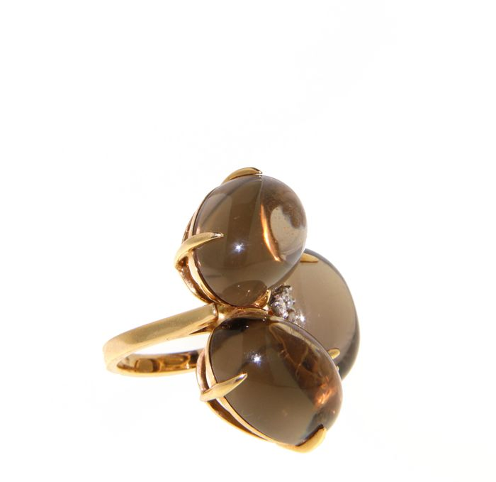18 kt gold ring with smoky quartz of 44 ct brilliant cut diamonds 0.09 ct (3 stones) G VS - size 51