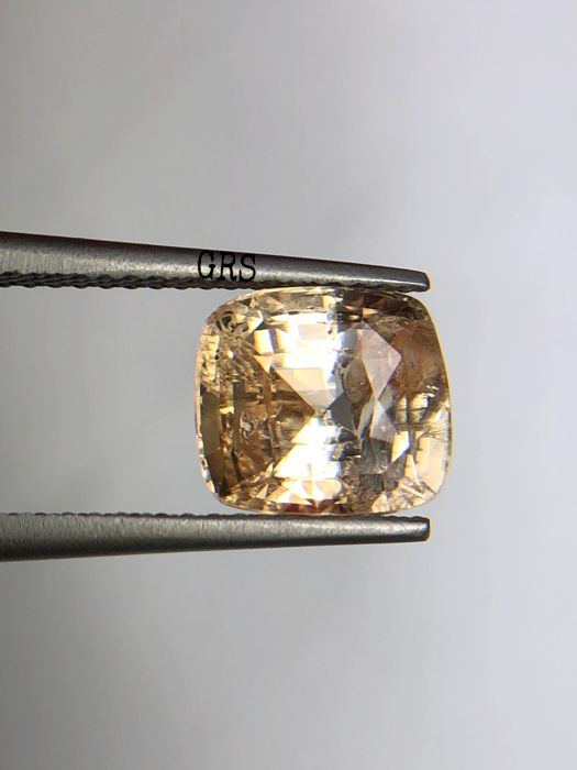 Yellow Sapphire - 4.17 cts - No reserve price