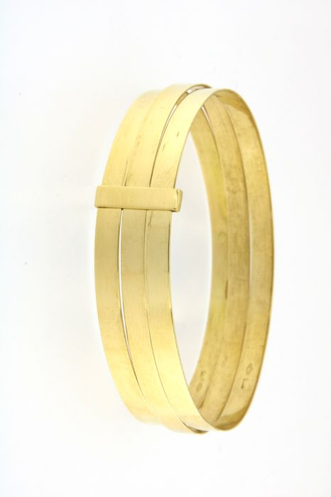 Rigid bracelet with 3 x 18 kt (750/1000) yellow gold bands joined together - weight: 24 grams - diameter: 6.4 cm, width of single bracelet: 0.45 cm, total: 1.35 cm