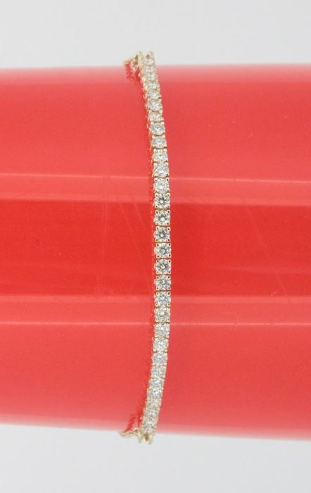 Yellow gold bracelet set with 30 brilliant cut diamonds of 1.00 ct in total ****No reserve price**
