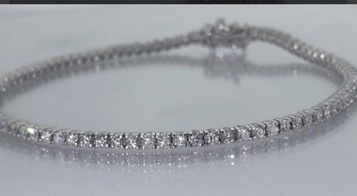 Tennis bracelet in 18 kt white gold with 1.47 ct of natural diamonds