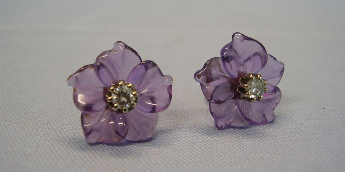 Handmade 14 kt earrings with natural amethysts in the form of flowers (10 ct) and natural diamonds (0.20 ct)