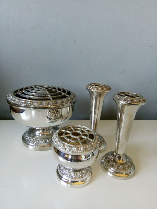 Silver-plated roses plug vases