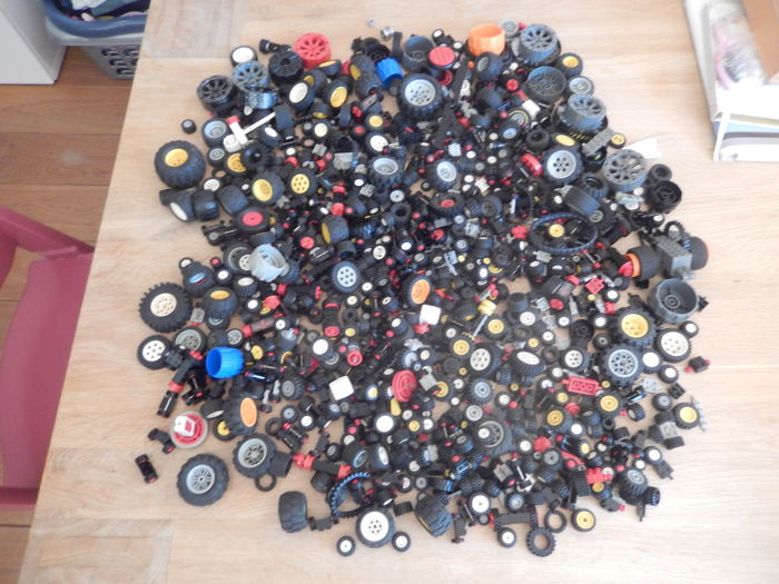 Assorted - 4 kg wheels, tires and axles