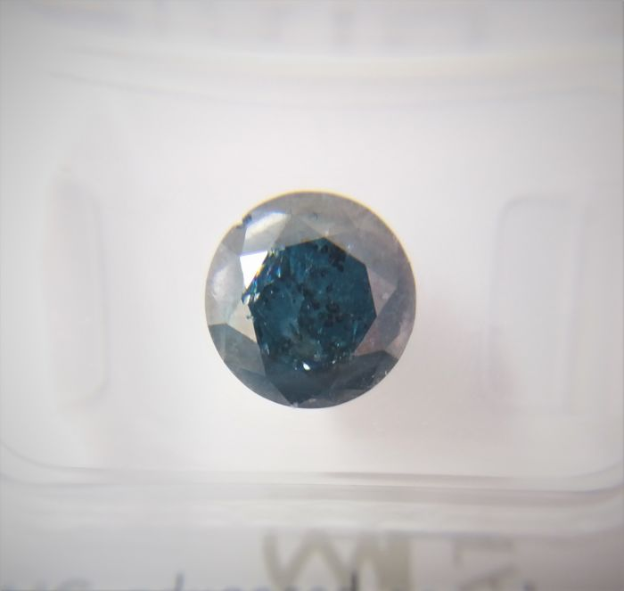 2,60 ct Fancy Dark Blue round brilliant P2