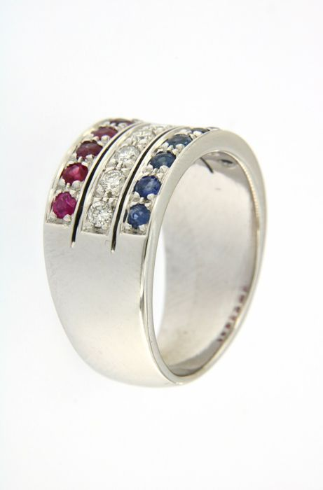 Band ring embellished with 0.35 ct of diamonds, 7 rubies and 7 sapphires, in 18 kt (750/1000) white gold - weight: 11.3 g - size: 13 (IT)