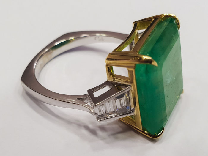 Full Antwerp Certifide 11.35cts Emerald & Diamond Engagment Ring.