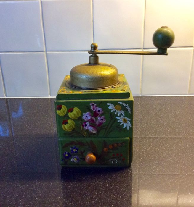 old nostalgic coffee grinder