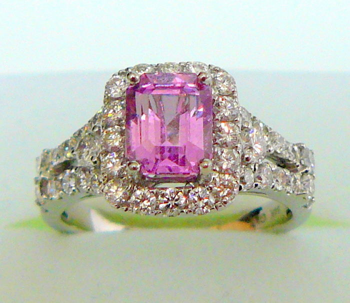 3.19 ct ring with natural pink sapphire -NOT HEAT-TREATED- and diamonds with GAL + GIA certificate