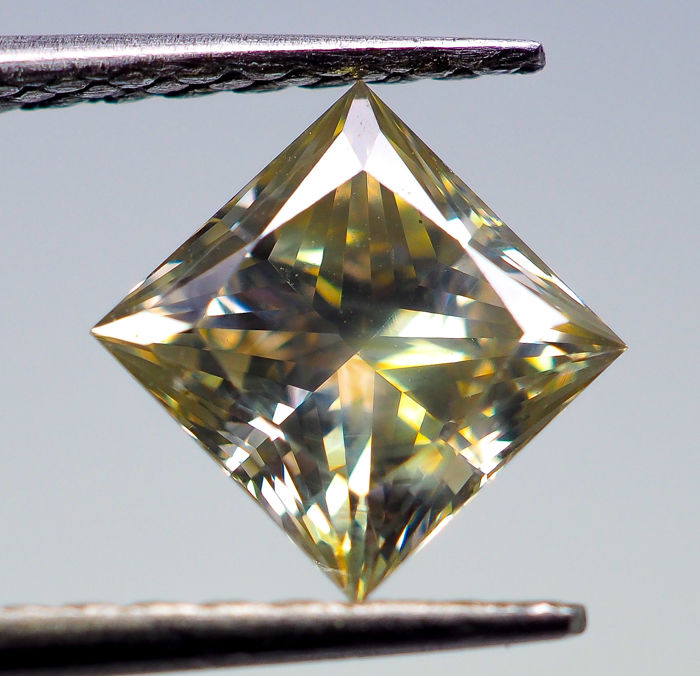 1.11 ct - Natural Fancy Diamond - Greenish Yellow - VS2 *NO RESERVE*
