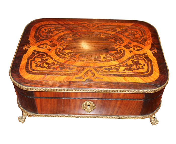 Jewel box in bois de rose and rosewood with gilt bronze fittings, Napoleon III, 19th century