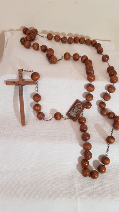 Beautiful wooden rosary with a length of approx. 1.45 metres - with 59 wooden beads and a large crucifix