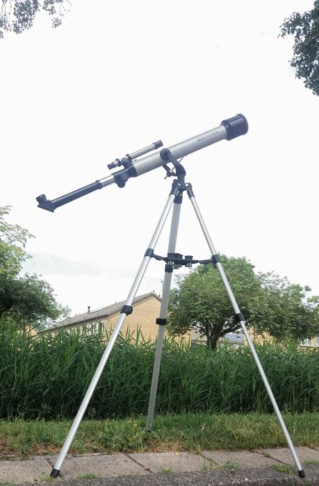 Large refractor telescope on Aluminum Tripod with original case-With 5 lenses and moon filter