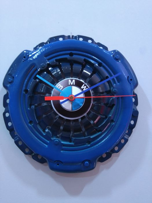 Exclusive BMW-design clutch-mechanism decoration.
