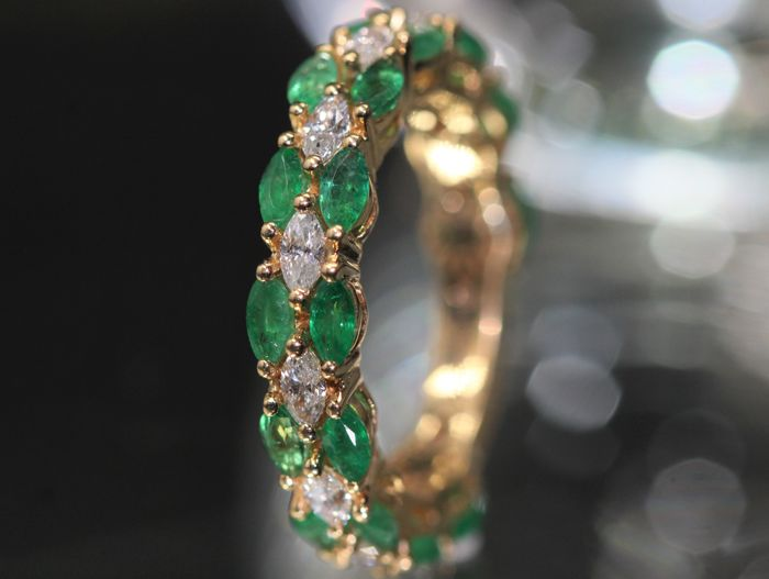 18 kt gold eternity ring, set with natural emeralds and diamonds
