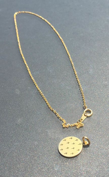 Pendant (with cross) and its chain - 18 kt gold - length: 45 cm -