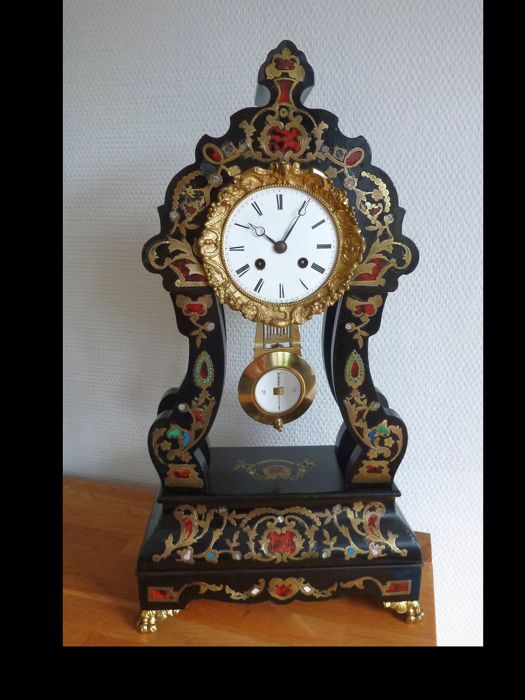 Large arched door clock, France around 1880 and entirely decorated!