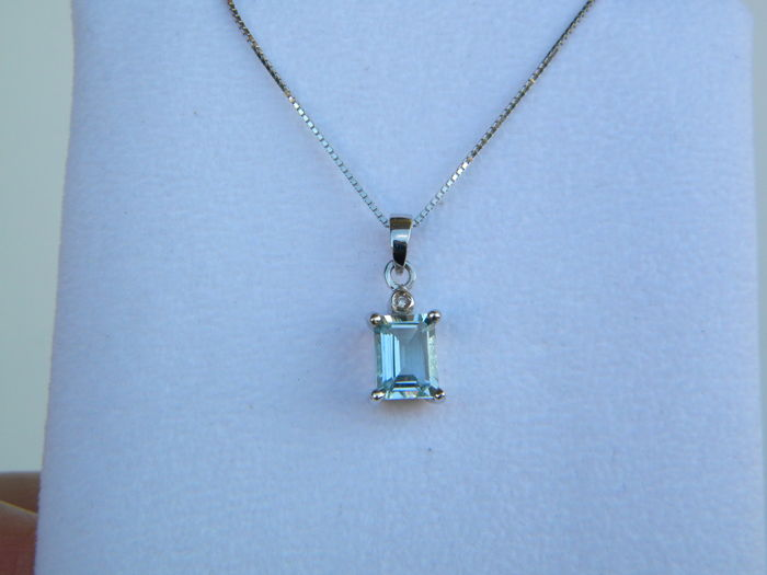 White gold necklace and pendant with 0.02 ct natural diamond and 1.45 ct natural aquamarine - length 40.00 cm