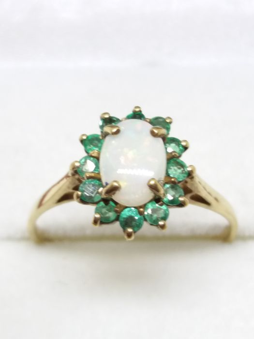 Australian Opal & 12 Emerald gold ring. no reserve