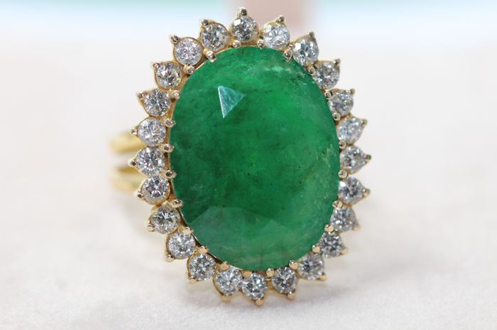 18 kt. Yellow gold - Ring - 13.00 ct Emerald - Diamond