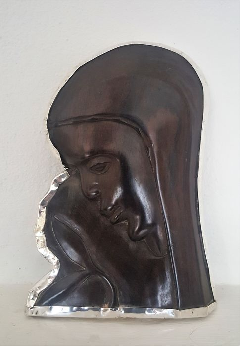 Woman, saint? carved from dark wood rimmed with silver - 20th century - Africa?