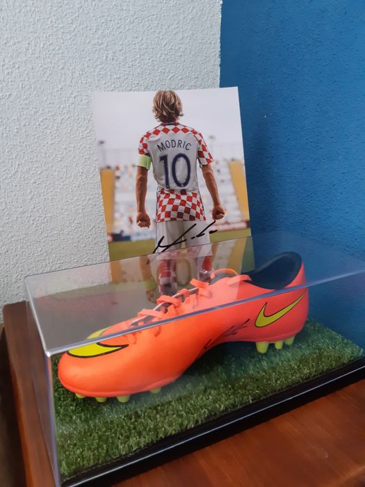 Boot + Photograph Luka Modric Croatia Autographs + Display case + Video proof