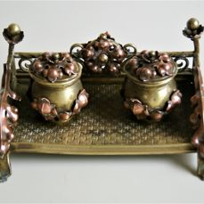 Rare art deco bronze inkwell beautiful decorated with red copper oak leaves