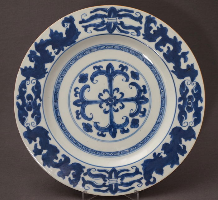 Groot bord met Portugees decor – China – circa 1700 (Kangxi periode)