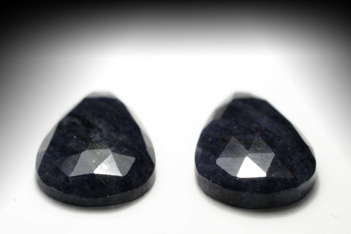 Pair of  Dumortierite Quartzes –  Total  11.74 ct (6.07 + 5.67) - No reserve