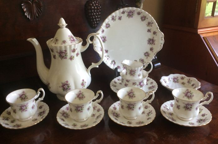 Royal Albert - coffee set for four persons 'Sweet violets'