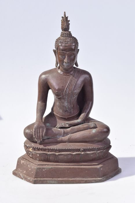 Large bronze Buddha statue of 6.6 kg - Thailand - early 21st century (41 cm)