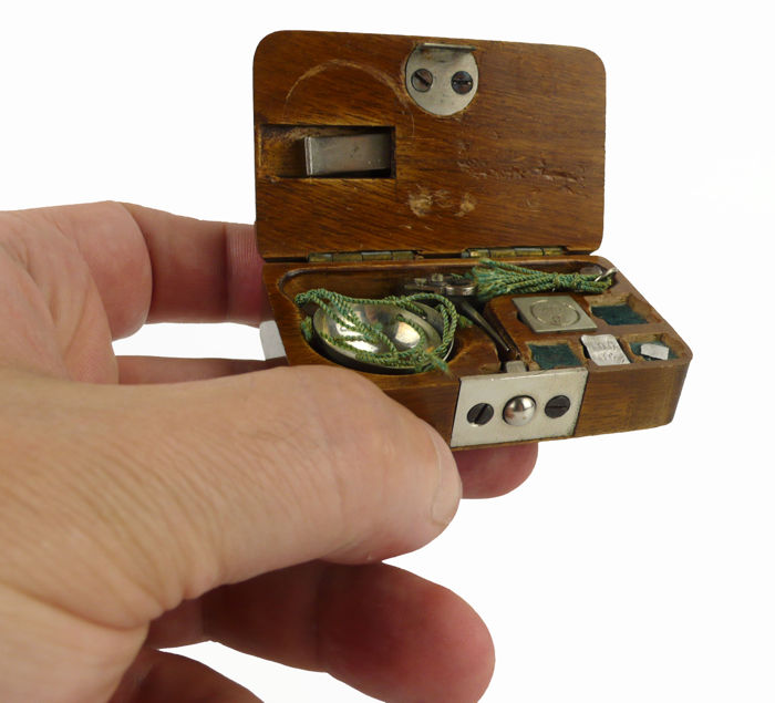 Venot Frères & Cie. - Miniature pocket scale for weighing gemstones - early 20th century
