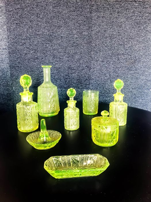 Set of 12 pieces, Val St Lambert Uranium glass 1920