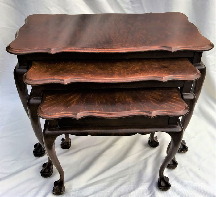 Victorian Coffee Table Set: Victorian Mahogany Coffee Table Set Of Three Stackable