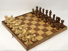 Majestic Staunton 6 leaded chess with Board