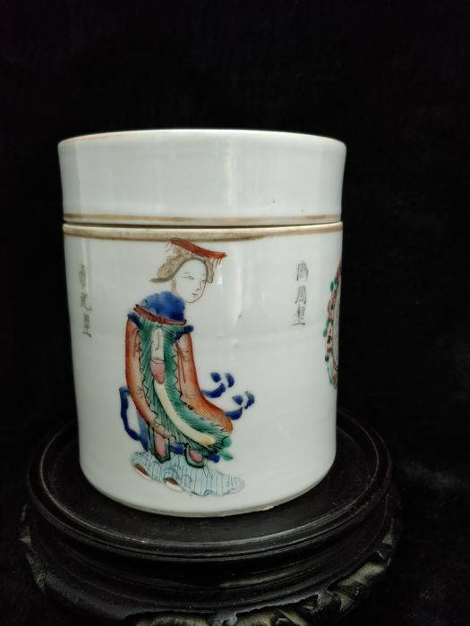 """Famille rose porcelain tea box decorated with """"wushuangpu"""" figures, China, 19th century"""