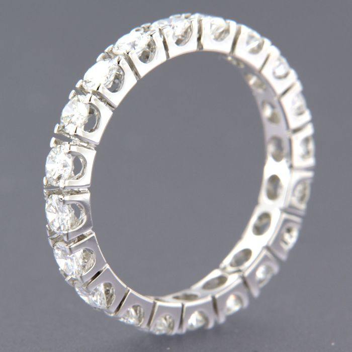14 kt white gold full eternity ring set with 20 brilliant cut diamonds, approx. 2.15 ct in total, ring size 19.5 (60)