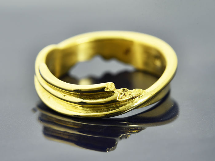 18 kt Gold.  Ring. Weight: 5.05 g