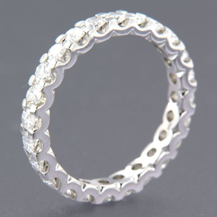 - no reserve price - 14 kt white gold full eternity ring set with 24 brilliant cut diamonds, approx. 1.30 ct in total