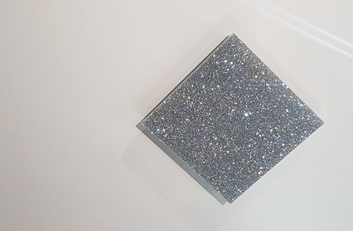 Unique wall decoration - Full-surface crystals laminated between glass plates