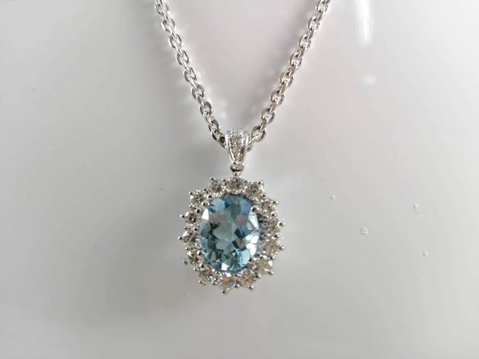Women's 18 kt white gold necklace, 3.6 ct aquamarine and natural diamonds totalling 1.30 ct Weight: 11.9 g