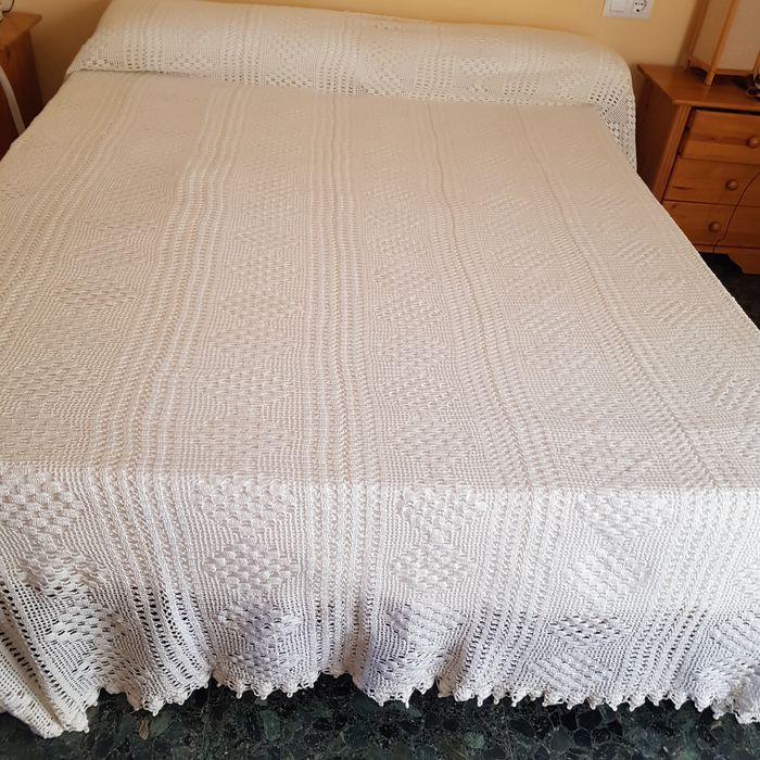 White quilt,  perlé (pearl) cotton thread