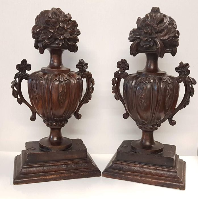 Walnut sculptures in baroque style - Italy - 19th century