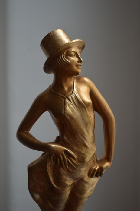 "Philippe Devriez (?-1935) - ""Pride"" - Art Deco sculpture in bronze with gilt patina"