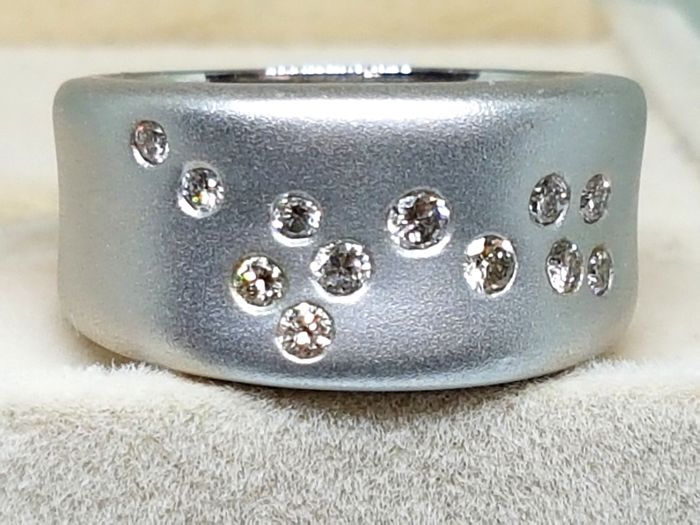 Ring white gold 18 kt with diamonds - total 0.55 ct - 17 / 19.5 mm