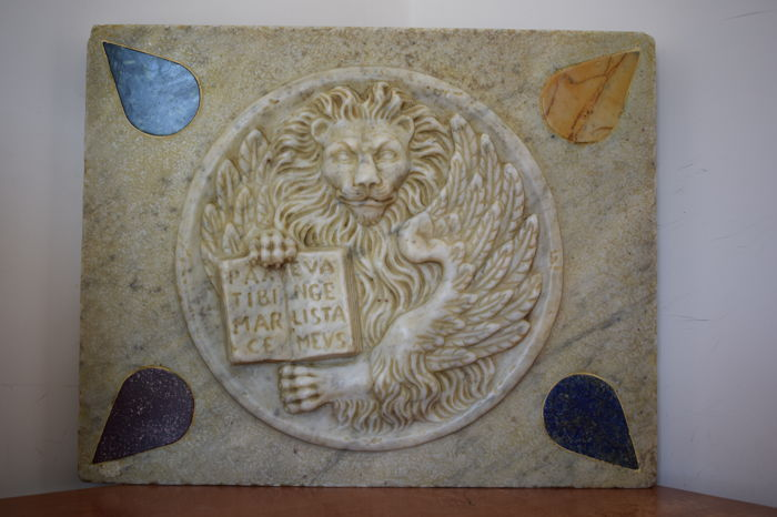Lion of St. Mark in Carrara marble with inlays, Italy, Venice, 20th/21st century